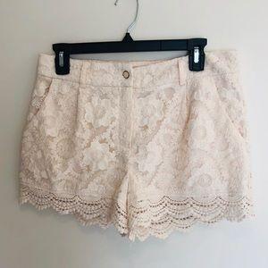 Monteau  Los Angeles Lace Shorts W/ Scalloped Hem